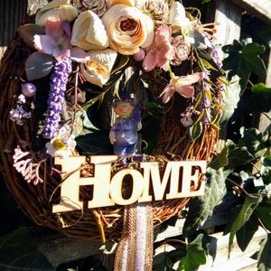 tavaszi levendulás, Dekoráció, Otthon & lakás, Lakberendezés, Ajtódísz, kopogtató, Koszorú, Virágkötés, Egy 20 cm-es cirok alapot vesszővel vontam be, majd erre kerültek a virágok, termések, kerámia gyümö..., Meska