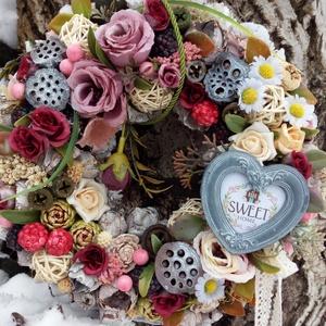 virágos romantikus, Lakberendezés, Otthon & lakás, Ajtódísz, kopogtató, Dekoráció, Dísz, Virágkötés, Az ajtódísz átmérője 20 cm, melyet különböző termésekkel, kerámia gyümölcsökkel díszítettem. Élethű ..., Meska