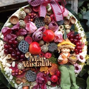 Őszi manós, Manó, Plüssállat & Játékfigura, Játék & Gyerek, Virágkötés, Egy egyedi, kb 25-27 cm-es alapot készítettem, amit zsákvászonnal borítottam, erre terméseket, kerám..., Meska