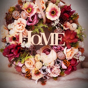 Őszi virágos, Ajtódísz & Kopogtató, Dekoráció, Otthon & Lakás, Virágkötés, Az ajtódísz egy 20 cm es cirok alapra épül, dúsan megrakva selyemvirággal és terméssel. Igény szerin..., Meska