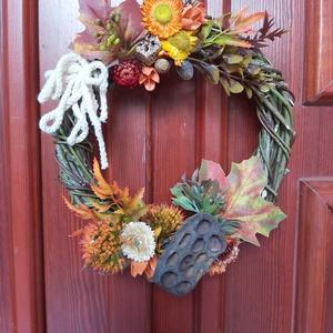 Őszi ajtódísz, Egyéb, Virágkötés, Mindenmás, A közeli patakparton talált fűzfavessző arra inspirált, hogy koszorút formáljak belőle. Terméseket, ..., Meska