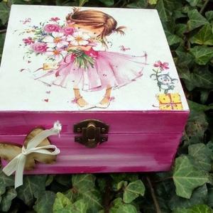 Kilányos doboz, Gyerek & játék, Gyerekszoba, Tárolóeszköz - gyerekszobába, Egyéb, Decoupage, transzfer és szalvétatechnika, Festészet, Festett fa dobozka kislányos mintával.15x15x8 cm es mérettel.A dobozka a lakkrétegnek köszönhetően v..., Meska