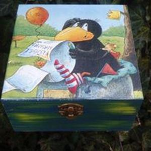 Mesés dobozka , Gyerek & játék, Dekoráció, Otthon & lakás, Egyéb, Lakberendezés, Decoupage, transzfer és szalvétatechnika, Festészet, Festett fa dobozka vidám gyerek mintával.15x15x8 cm es mérettel.A dobozka a lakkrétegnek köszönhetőe..., Meska