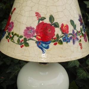 Asztali lámpa, Asztali lámpa, Lámpa, Otthon & Lakás, Decoupage, transzfer és szalvétatechnika, Asztali lámpa,krém zsínű kerámia talpal. A lámpa búrája festett és repedezett felületű.  A lámpa mér..., Meska
