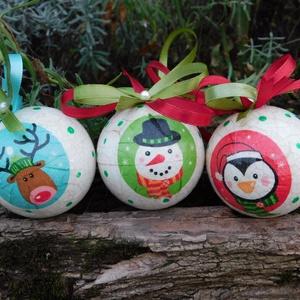 Karácsonyi gömb , Karácsonyfadísz, Karácsony & Mikulás, Otthon & Lakás, Festészet, Decoupage, transzfer és szalvétatechnika, Stiropor gömbre festett 3d hatású repesztett felületű karácsonyi gömb.\nTökéletes lehet ablakokba,ajt..., Meska
