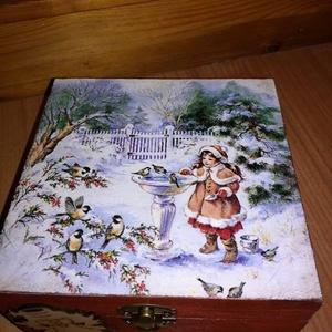 Karácsonyi doboz , Karácsony & Mikulás, Karácsonyi dekoráció, Karácsonyi teás doboz 15x15x8 cm es mérettel.A dobozka a lakkrétegnek köszönhetően vízálló,így nedve..., Meska