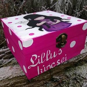 Gorjuss doboz, Otthon & Lakás, Díszdoboz, Dekoráció, Festett fa dobozka vidám Gorjus mintával.15x15x6 cm es mérettel.A dobozka a lakkrétegnek köszönhetőe..., Meska