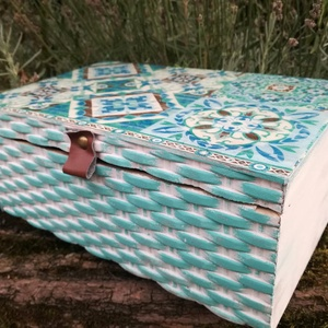 Csempe mintás doboz, Otthon & lakás, Dekoráció, Lakberendezés, Tárolóeszköz, Festészet,  Festett fa dobozka marokkói csempe mintával. Oldala pedig chabby chix stílust képvisel szürke,kék,..., Meska