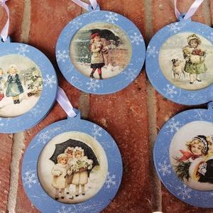 Nosztalgia karácsonyi dísz , Karácsonyfadísz, Karácsony & Mikulás, Otthon & Lakás, Decoupage, transzfer és szalvétatechnika, Festészet, Különleges nosztalgia karácsonyi dísz a régmúlt idők emlékére. Fa alapra festett dekoráció. Az ár 5d..., Meska