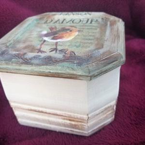 Madárkás doboz , Otthon & lakás, Egyéb, Gyerek & játék, Lakberendezés, Decoupage, transzfer és szalvétatechnika, Festészet, Aranyos madárkás ékszeres , emlékes kis doboz, gyermeklelkűeknek vagy természet kedvelőknek.\nA doboz..., Meska