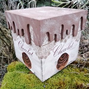 csokis doboz , Otthon & lakás, Konyhafelszerelés, Lakberendezés, Decoupage, transzfer és szalvétatechnika, Festészet, Kávés , cukorkás,kakaós  vagy bonbonos fa doboz.A teteje egyedi tervezés alapján készült a lecsorgó ..., Meska