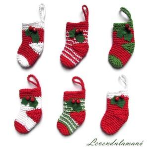 Horgolt zoknik (karácsonyfa díszek) , Otthon & Lakás, Karácsony & Mikulás, Karácsonyfadísz, Horgolás, Pamut fonalból horgoltam a kis karácsonyi zoknikat. Két kis csengővel és filcből kivágott levélkével..., Meska