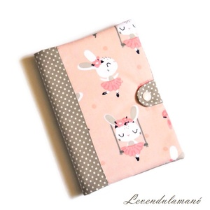 Balett óra nyusziknak rózsaszín Egészségügyi kiskönyv borító, Otthon & Lakás, Papír írószer, Könyv- és füzetborító, Varrás, Ezzel az aranyos mintás textilborítóval egyedi, szép külsőt adhatunk a sokszor használt orvosi kiskö..., Meska
