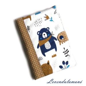 Kék mackó Egészségügyi kiskönyv borító FIÚKNAK, Otthon & Lakás, Papír írószer, Könyv- és füzetborító, Varrás, Ezzel az aranyos mintás textilborítóval egyedi, szép külsőt adhatunk a sokszor használt orvosi kiskö..., Meska