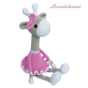 Horgolt zsiráf, Játék & Gyerek, Plüssállat & Játékfigura, Zsiráf, Horgolás, Carolyne Brodie mintája alapján készítettem ezt az édes balerina zsiráfot. \nPamut horgolófonalból ké..., Meska
