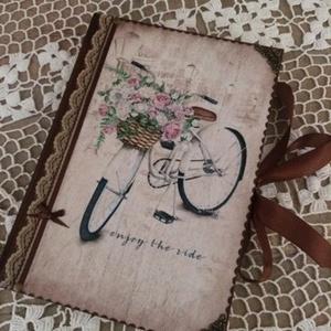 Biciklis napló, Otthon & lakás, Bútor, Férfiaknak, Konyhafelszerelés, Könyvkötés, Decoupage, transzfer és szalvétatechnika, Ez a napló nagyszerű választás bármilyen alkalomra ajándékként , de persze saját részre is :)\nTeljes..., Meska