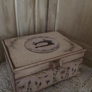 Levendulás dobozka, Ékszer, Ékszertartó, Ékszerdoboz, Könyvkötés, Decoupage, transzfer és szalvétatechnika, Ennek a vintage jellegű dobozkának több funkciója is lehet, használhatod ékszeresnek, varrósnak, teá..., Meska