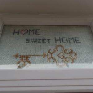 Kulcs a szívedhez, Otthon & Lakás, Dekoráció, Hímzés, Fehér keretbe foglalt hímzés:-)\nElőszobába képzelem el, de bárhova helyezheted otthonodban.\nA hímzet..., Meska
