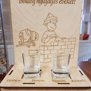 Születésnapi, nyugdíjas köszöntő tábla pálinkás pohárral, Díszüveg, Dekoráció, Otthon & Lakás, Famegmunkálás, Boldog nyugdíjas éveket! \nBoldog születésnapot!\nEsküvőtök alkalmából!\nFeliratokkal kérhető egyedi kö..., Meska