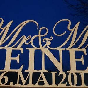 Mr és Mrs esküvői főasztal dekoráció, Otthon, lakberendezés, Esküvő, Esküvői dekoráció, Nászajándék, Famegmunkálás, Mr&Mrs + családi név + a nagy nap dátuma egy dekoratív főasztal dekorációban jelenik meg. Natúr, 4 ..., Meska