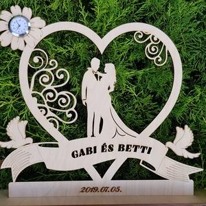"""Esküvői Főasztal dekoráció, Különleges nászajándék, \""""Ifjú pár szívben\"""" Esküvői Asztaldísz, Asztaldísz, Dekoráció, Esküvő, Gravírozás, pirográfia, Famegmunkálás, Esküvőre vagy hivatalos és nem akarsz sablonos, feledhető ajándékkal kedveskedni, hanem azt szeretné..., Meska"""