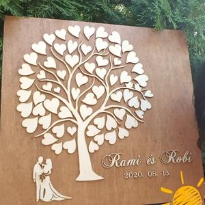 Exkluzív Esküvői Vendégkönyv fából, szivecskékkel. Életfa, szerelemfa vendégkönyv , Esküvő, Emlék & Ajándék, Vendégkönyv, Gravírozás, pirográfia, Famegmunkálás, A képen látható exkluzív fa vendégkönyvünk alapját pácolt nyírfa adja. Erre kerül natúr színben egy ..., Meska