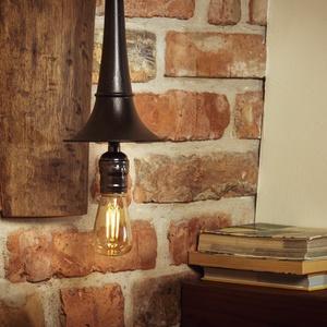 Autókürt lámpa, loft lámpa, indusztriál loft, indusztriális, lakberendezés, újragondolt, recycle art, Otthon, lakberendezés, Lámpa, Fali-, mennyezeti lámpa, Fémmegmunkálás, Famegmunkálás, A régi – feltehetően autó – kürtöt egy vásárban szereztem be. Igazi indusztriális csemege. Habár jo..., Meska