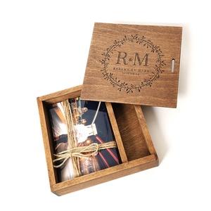 Fotódoboz, fényképes doboz fából, egyedi fotódoboz, esküvői fotótartó doboz. Egyedi, Esküvő, Nászajándék, Otthon & lakás, Lakberendezés, Ékszer, Ékszertartó, Fémmegmunkálás, Exkluzív megjelenés! Égerfa alapanyagból készült. NEM fenyő! A fedlap bükkfa.\n\nA doboz felső felében..., Meska