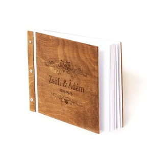 Fotóalbum, A4 méretben, sötét gravírozással, fényképalbum, esküvői fotóalbum, fotókönyv, Album & Fotóalbum, Emlék & Ajándék, Esküvő, Famegmunkálás, A4 méretben (30 x 21 cm).\nVastag (Instax, Polaroid képhez), vagy 40 db-nál több fotó beragasztásához..., Meska