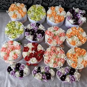 Szülőköszöntő virág box egyedi szöveggel, Esküvő, Esküvői dekoráció, Meghívó, ültetőkártya, köszönőajándék, Mindenmás, Egyedi szöveggel kérhető virág box esküvőre szülőköszöntő ajándéknak, Meska
