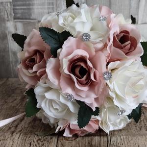 Örök menyasszonyi csokor rosegold és fehér selyem rózsából, Esküvő, Menyasszonyi- és dobócsokor, Menyasszonyi- és dobócsokor, Mindenmás, Virágkötés, Minőségi selyem rózsából készült esküvői főcsokor rosegold és fehér , Meska