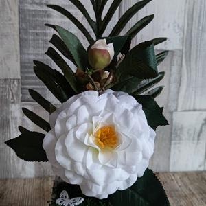 Anyák napi ajándék rózsa, Esküvő, Dekoráció, Mindenmás, Kb 25 cm magas selyem kerti rózsa fa kaspóban zuzmó díszítéssel fa felirattal, Meska