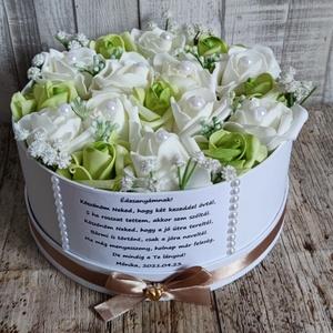Szülőköszöntő virágbox esküvőre zöld-fehér, Esküvő, Emlék & Ajándék, Szülőköszöntő ajándék,  Mivel megrendelésre készülnek a termékek így készleten nincsenek az elkészítési idő kb 10 munkanap ..., Meska