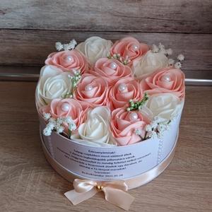 Szülőköszöntő virágbox esküvőre rózsaszín-fehér, Esküvő, Szülőköszöntő ajándék, Emlék & Ajándék,  Mivel megrendelésre készülnek a termékek így készleten nincsenek az elkészítési idő kb 10 munkanap ..., Meska