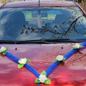Autódísz esküvőre kék-fehér, Esküvő, Dekoráció, V alakú kocsidísz fehér organzán habrózsák. Az autóra szalaggal lehet rögzíteni a terméket. Elől is ..., Meska