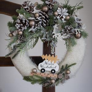 Karácsonyi kopogtató, ajtódísz, Otthon & Lakás, Karácsony & Mikulás, Karácsonyi kopogtató, Mindenmás, Virágkötés, 20 cm-es szalma alapot vontam be tört fehér kötött anyaggal. Minőségi selyem virágokkal, termésekkel..., Meska