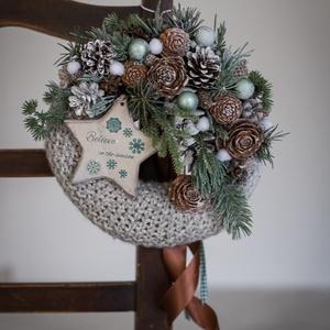 Karácsonyi koptató, ajtódísz, Otthon & Lakás, Karácsony & Mikulás, Karácsonyi kopogtató, Mindenmás, Virágkötés, 20 cm-es moha alapot vontam be kötött anyaggal, majd különleges minőségi zöldekkel , termésekkel , f..., Meska