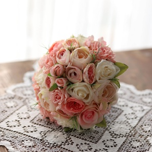Menyasszonyi csokor, örök csokor, örökcsokor, Esküvő, Menyasszonyi- és dobócsokor, Menyasszonyi- és dobócsokor, Mindenmás, Virágkötés, A rózsaszín árnyalataiból készült menyasszonyi csokor. Boglárkák ,rózsák díszítik. Szárát szatén sza..., Meska