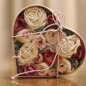 Virág box, Valentin nap, köszönő ajándék, Esküvő, Virágkötés, Mindenmás, Rózsaszínű szív alakú boxba készített ajándék doboz. Valentin napra, anyák napjára , köszönő ajándék..., Meska