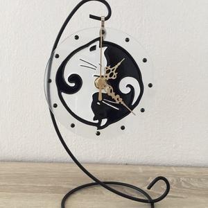 Asztali óra - cicák, Otthon & Lakás, Dekoráció, Falióra & óra, Festészet, Az asztali óra 12 cm átmérőjű üveg körlap fém tartóval, zajtalan óraszerkezettel felszerelve.\nEgyedi..., Meska