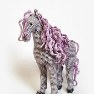 A lilaló - ló, Ló, Plüssállat & Játékfigura, Játék & Gyerek, Horgolás, Boltunk névadó pacija :)\nKülönleges, kíváló minőségű pamut-akril fonalkeverékből készült lovacska, m..., Meska