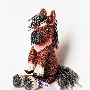 Lali, realisztikus lovacska, Ló, Plüssállat & Játékfigura, Játék & Gyerek, Horgolás, Ugyan nincs egyszarva, mint egy unikornisnak, de neki nem is állna jól :) A pacik nagyon okos állato..., Meska