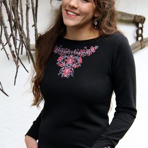Hímzett Székely pulóver-fekete, Pulóver & Kardigán, Női ruha, Ruha & Divat, Hímzés, A mintát a székelyek népviseletének kötény mintái alapján terveztem. Hagyományok Háza által zsűrizet..., Meska