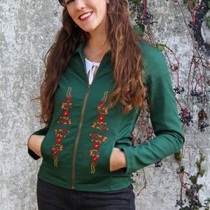 Hímzett Békési Cipzáras Dzseki- Zöld, Táska, Divat & Szépség, Magyar motívumokkal, Ruha, divat, Női ruha, Kabát, Póló, felsőrész, Varrás, Hímzés, A mintát Békés megyei motívumok alapján terveztem. Saját márkás termék.\nAnyaga: 50% pamut, 50% PES\nM..., Meska