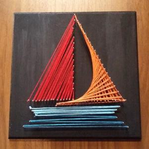 Hajó string art, Kép & Falikép, Dekoráció, Otthon & Lakás, Mindenmás, Naplementét idéző stilizált hajó.\n~~~~~~~~~~~~~~~~~~~~~~\n18x18-as fa táblára készült string art.\nFal..., Meska