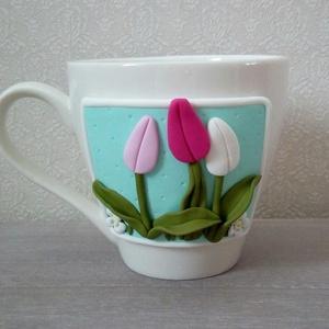 Tulipános kávés csésze, Otthon & Lakás, Konyhafelszerelés, Bögre & Csésze, Gyurma, Ezt a tavaszi hangulatú bögrét a virágok szerelmeseinek ajánlom. Szépséges tulipánok vannak rajta, k..., Meska