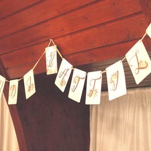 Zászlófüzér, Esküvői dekor, Zászló, Banner, Bunting, Esküvő dekoráció, Vintage, Rusztikus, Szalag, füzér, barack virágos (LindaButtercup) - Meska.hu