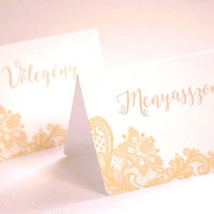 Esküvői ültető kártya, Elegáns, Arany, Csipke, ültető, hely, asztal, névkártya, Esküvői dekor, Beige (LindaButtercup) - Meska.hu