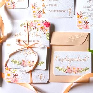 Elegáns, romantikus Esküvői meghívó,Nyári Esküvő, Arany meghívó, Barack virág, virágos meghívó, Modern, Rózsás, Rózsa, Esküvő, Meghívó, ültetőkártya, köszönőajándék, Naptár, képeslap, album, Otthon & lakás, Képeslap, levélpapír, Fotó, grafika, rajz, illusztráció, Papírművészet, Minőségi Virágos Esküvői  Meghívó\n\n* MEGHÍVÓ CSOMAG BORÍTÉKKAL:\n- 1.  -Meghívó lap, egy oldalas: kb...., Meska