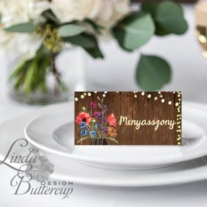 Esküvői ültetőkártya, ültető, Rusztikus, bohém, vadvirágos ültető, ültetésirend, hely kártya, virágos esküvői dekoráció, Esküvő, Meghívó, ültetőkártya, köszönőajándék, Esküvői dekoráció, Naptár, képeslap, album, Otthon & lakás, Fotó, grafika, rajz, illusztráció, Papírművészet, Igényes, sátras, két oldalas asztali ültetőkártya\n\nMÉRETE összehajtva: kb: 4.5x9.2cm\n\n* SZERKESZTÉSI..., Meska